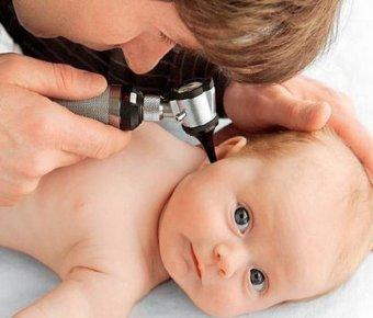 Попадання води у вушка немовлят